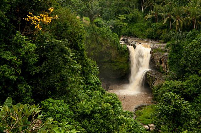 Tegenungan-Waterfall-baliislandsurf