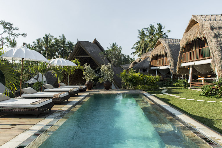 The main swimmingpool and the lunbung at Sandat Glamping tents,Ubud