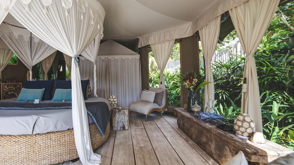glamping sandat round bed