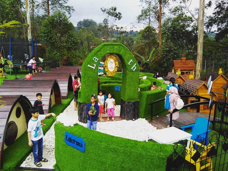 12-e-dusun-bambu-playground-via-sariatikah