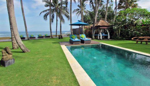 9 Villa mewah tepi laut dengan kolam pribadi di Bali untuk momen paling romantis