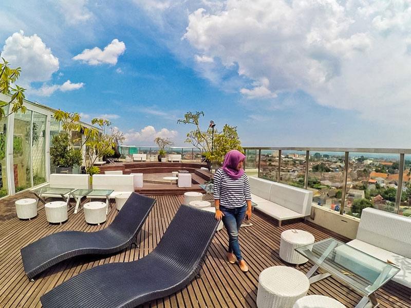 15 tempat makan di jogja dengan pemandangan keren dan for Dekorasi pool party
