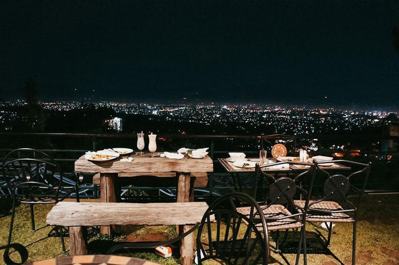 19 Tempat Makan Malam Romantis Dan Murah Di Bandung Dengan