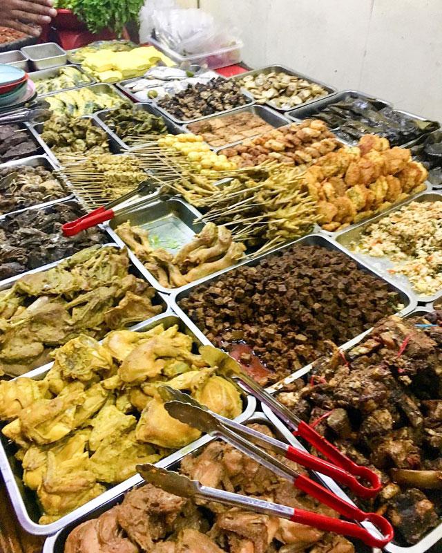 16 Kuliner Kaki Lima Malam Hari Di Bandung Yang Terkenal