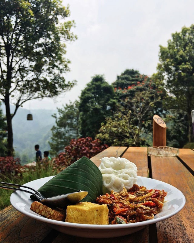 36 Restoran Dan Cafe Di Bandung Dengan Pemandangan Yang Indah Asri Dan Memesona
