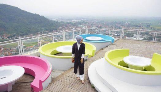 36 Restoran dan café di Bandung dengan pemandangan yang indah, asri dan memesona