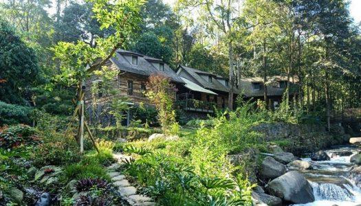 Bukan di Swiss, villa dan taman kreasi tepi sungai ini ada di Bandung! – Taman Wisata Bougenville