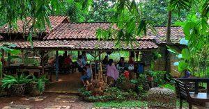 Tempat makan 'ndeso' tersembunyi di BSD Tangerang di tengah hutan bambu - Warung Tuman