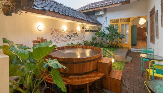 """Staycation hemat di Jogja? Penginapan dengan """"jacuzzi"""" outdoor ini 50 ribuan aja per malam! – Wonderloft Hostel Jogja"""