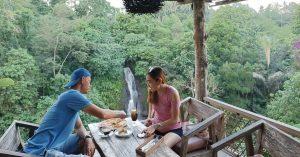 """""""Warung makan"""" di Bali ini lokasinya ada di dekat air terjun! - Layana warung"""