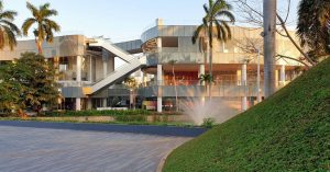 Mall baru tepi danau di Jakarta dengan spot Instagramable! - Senayan Park (Spark)