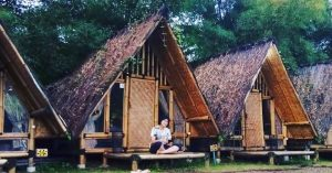 Nginep di pondok bambu di Bogor dengan kolam renang langsung depan kamar! - The Forest @Cisarua