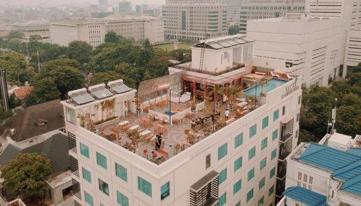 16 Cafe rooftop keren dan kekinian di Jakarta dengan pemandangan kota!