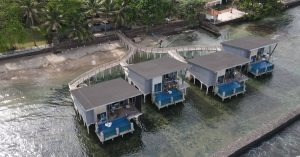 Aston Anyer Beach Hotel: Cuma 2 jam dari Jakarta, Villa terapung romantis ala Maldvies!