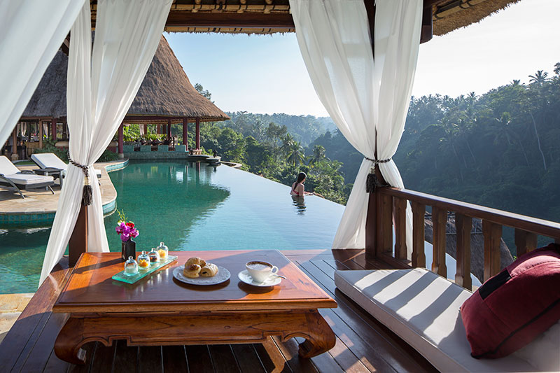 breakfast-at-the-pool-viceroy-ubud-bali