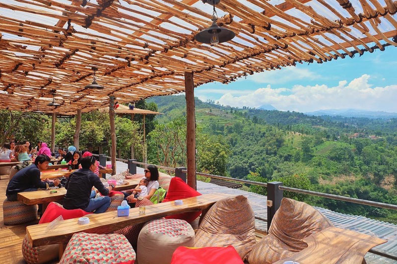 14 restaurants in bandung with incredibly breathtaking views rh indonesia tripcanvas co