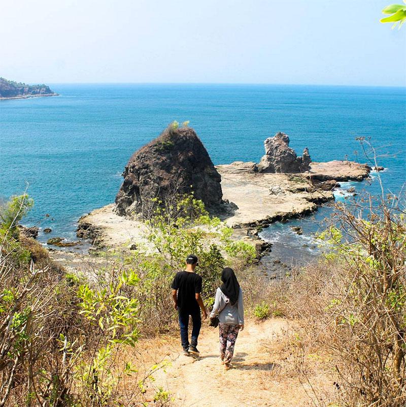 Pantai-watulumbung-via-simontoong