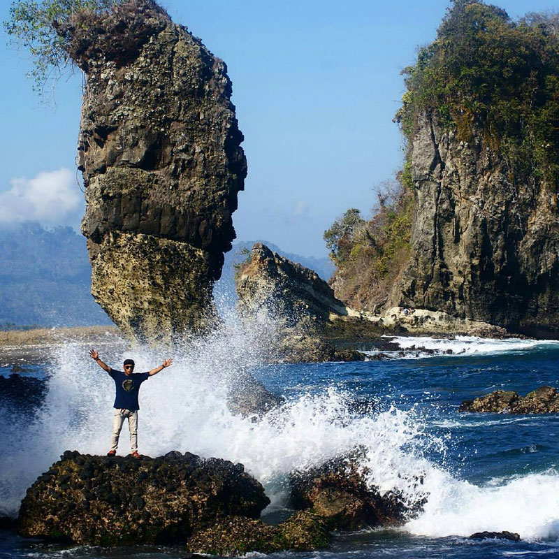 20 Pantai Tersembunyi Di Malang Yang Benar Benar Unik Dan Indah