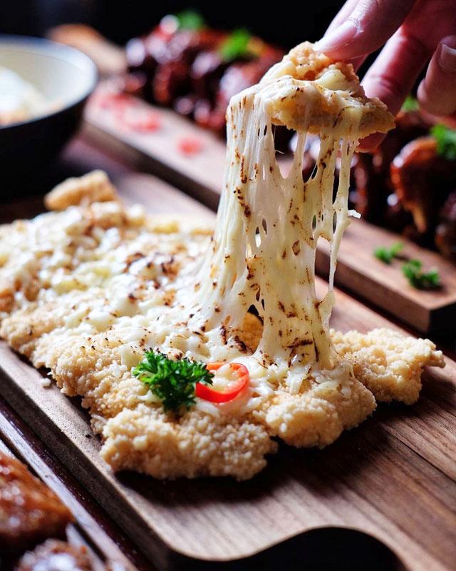16 Makanan Berkeju Di Jakarta Yang Lumer Di Mulut