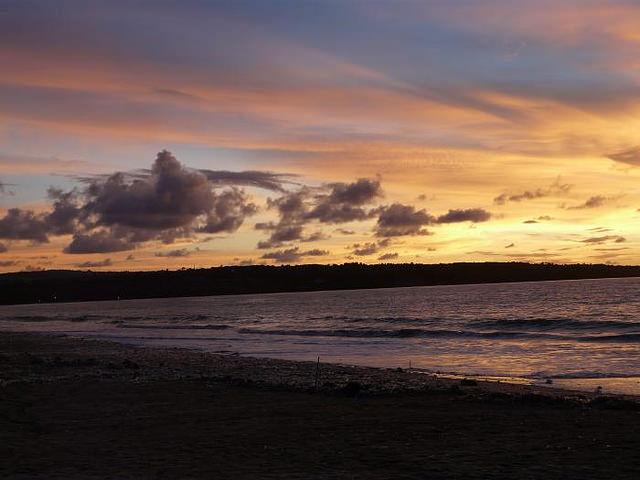 muaya beach wikimapia.org