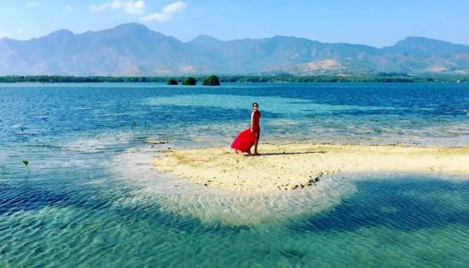Secret island with clear waters in Bali: Gili Putih is where you enjoy a whole island and Instagrammable swings to yourself!