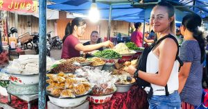 Pasar Senggol (Gianyar): Bali's Best local street food night market with authentic legendary food!