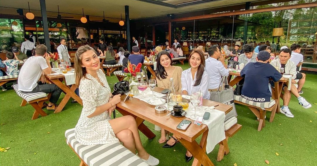 22 Enchanted Garden Themed Restaurants And Cafes In Jakarta For A Magical Experience Right Within The City